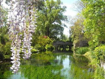 giardini di ninfa in fiore